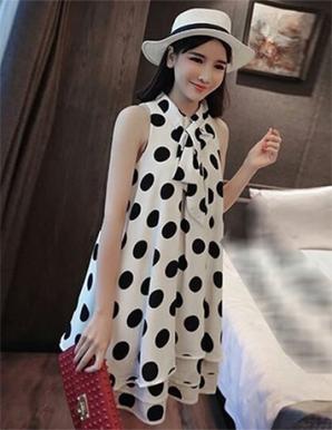 Đầm suông màu trắng chấm bi xếp tầng - B0947