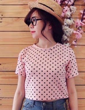 Áo thun nữ Croptop chấm bi hồng - B1225