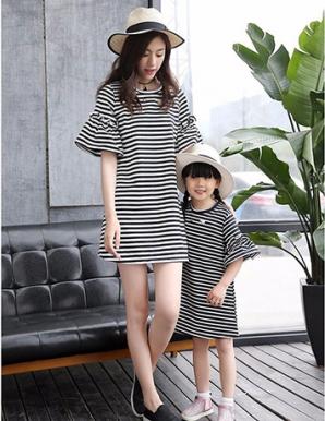 Đầm mẹ và bé sọc ngang tay loe - B1653