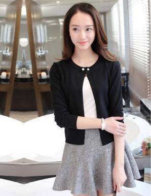 Áo khoác len màu đen nút ngọc trai - B1752