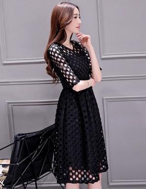 Đầm ren xòe màu đen tay lỡ - B1765