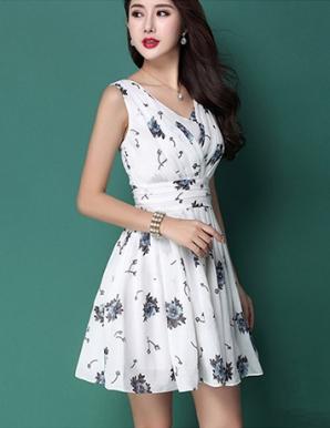 Đầm xòe màu trắng xếp ly ngực - B2247