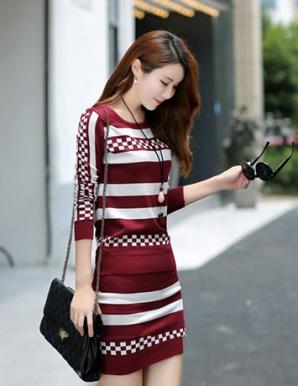 Set đầm len màu đỏ phối sọc caro - B2876