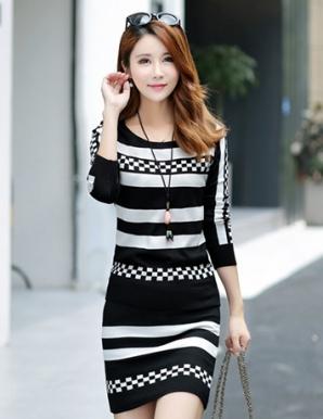 Set đầm len màu đen phối sọc caro - B2877