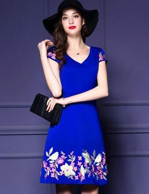 Đầm xòe cổ tim thêu hoa màu xanh - B3538