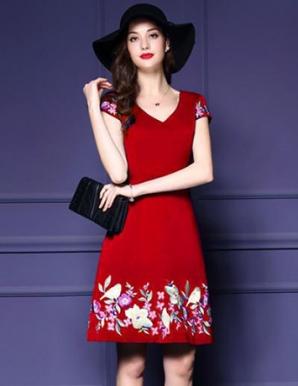 Đầm xòe cổ tim thêu hoa màu đỏ - B3539