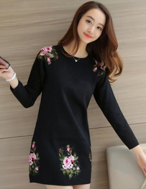 Đầm len hoa hồng màu đen - B3589