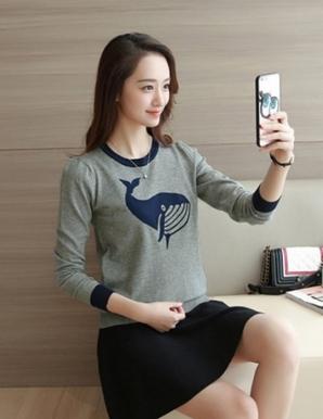 Áo len màu xám in hình cá voi - B3615