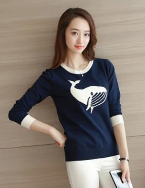 Áo len màu xanh đen in hình cá voi - B3616