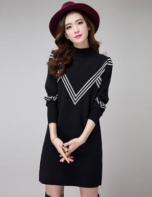 Đầm len suông màu đen phối sọc V - B3765