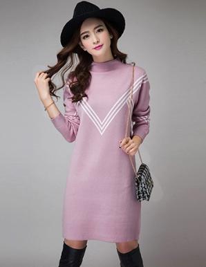Đầm len suông màu hồng phối sọc V - B3766