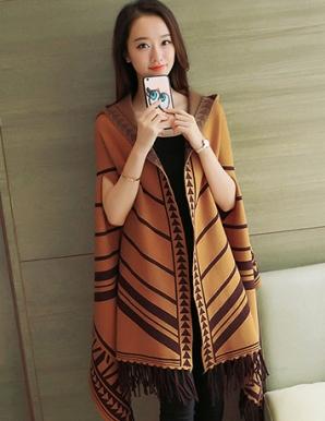 Áo len choàng có nón in họa tiết màu nâu - B3795