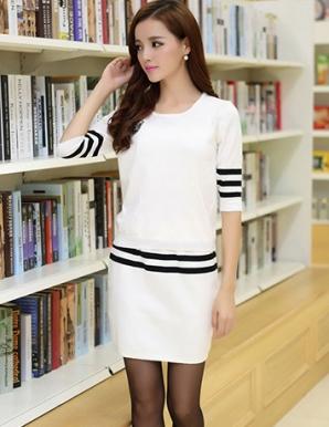 Set áo len soc đen chân váy màu trắng - B4482