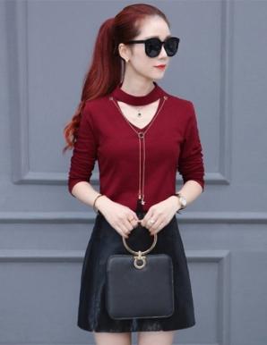 Set áo thun váy da cổ V màu đỏ - B5099