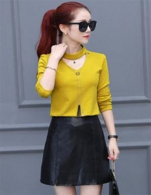 Set áo thun váy da cổ V màu vàng - B5100