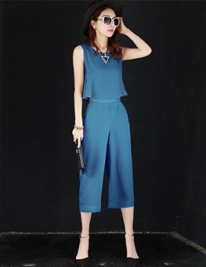 Set đồ quần lửng áo croptop màu xanh - B5605