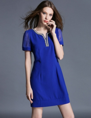 Đầm suông cổ xẻ V đính hạt màu xanh - B5785
