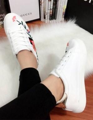Giày bata thêu hoa màu trắng- B6571