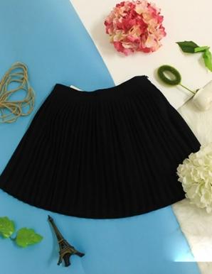 Chân váy ngắn Dập ly màu Đen-B6884