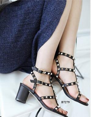 Giày  gót vuông đính đinh Valentin- B7279