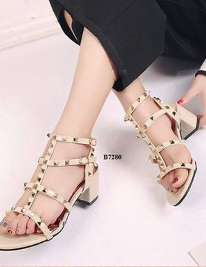 Giày  gót vuông đính đinh Valentin- B7280