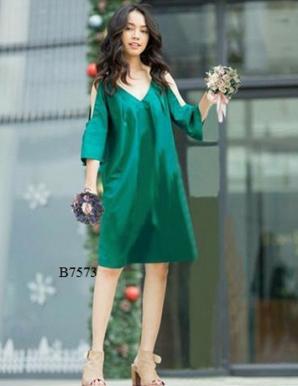 Đầm suông cổ tim khoét vai màu xanh-B7573